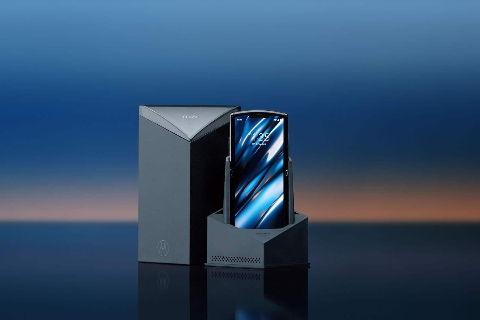 Moto Razr Is Back: Now It's A Foldable Smartphone - 7