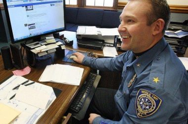 Wanted guy hunted down by police with the help of facebook - 2