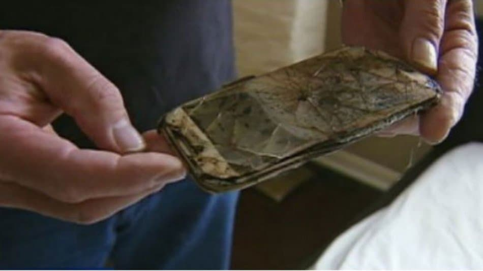 samsung-galaxy-s4-caught-on-fire-metled-down