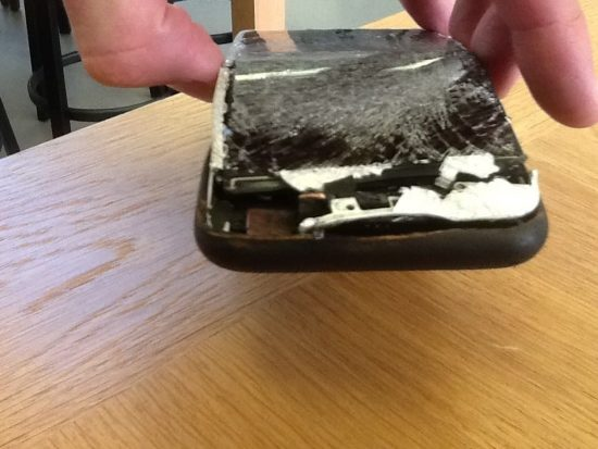 iPhone 6 bursts in pocket and causes second degree burn - 1