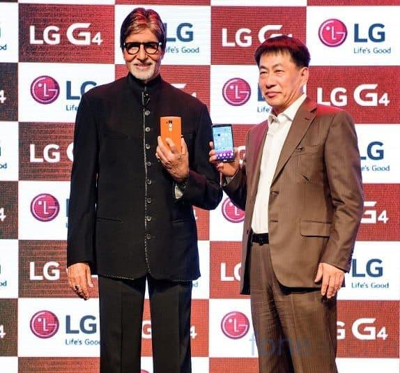 Soon Kwon with LG's Indian Brand Ambassador, Amitabh Bacchan, at the LG G4 Release