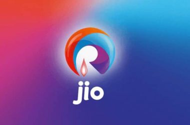 Celebs go beyond their level to tweet about Reliance Jio on its launch - 3