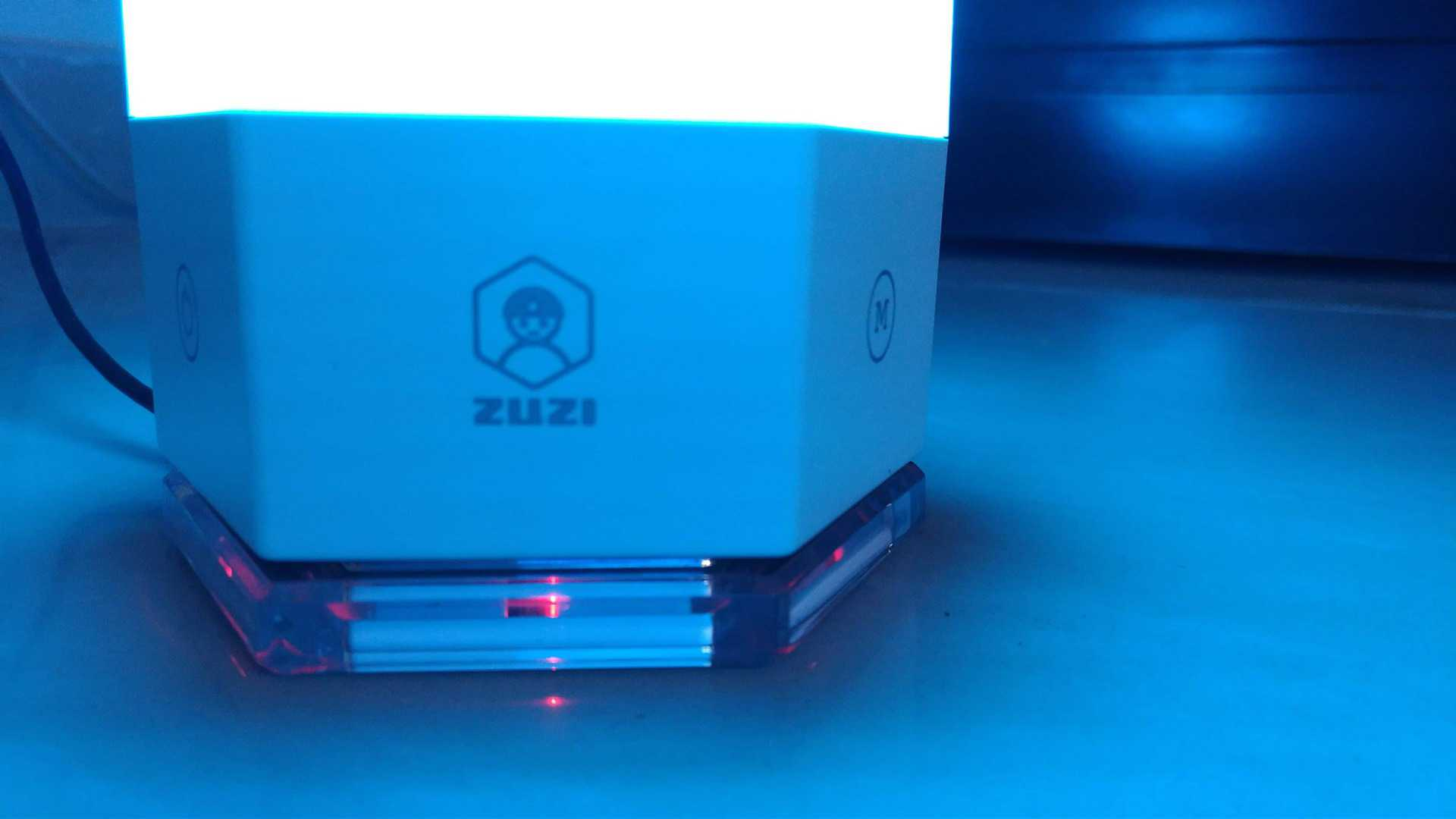 zuzilite-smart-lamp-review-hexagonal-structure