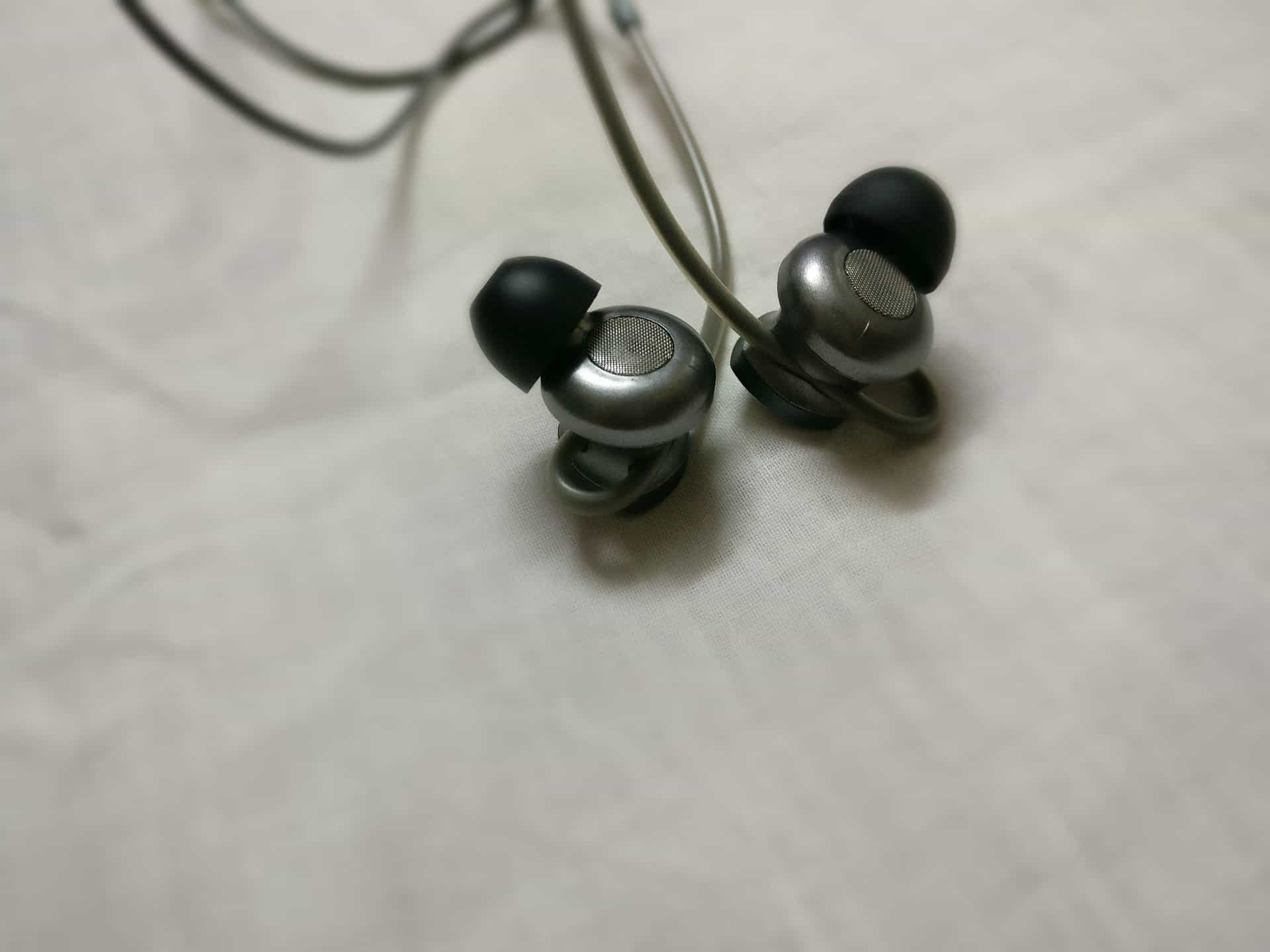 mixcder oval shaped earbuds