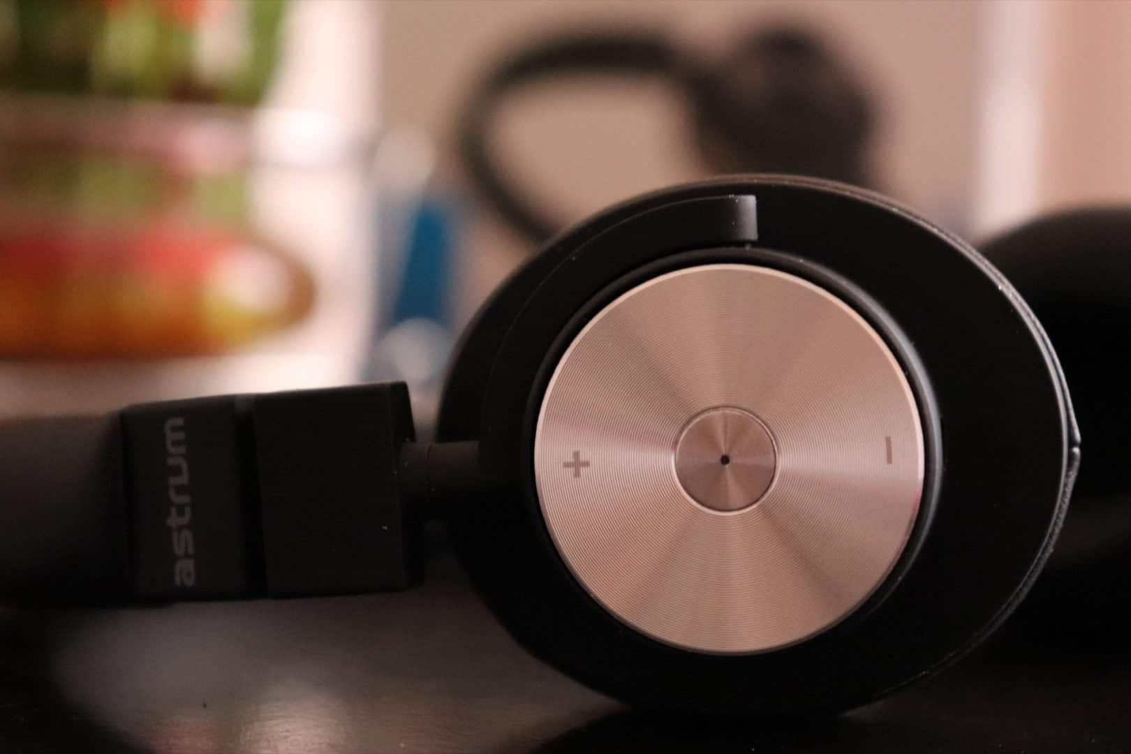 Astrum HT600 Wireless Stereo Headphones Review - The Minimalistic Headphone which you can carry around! - 4