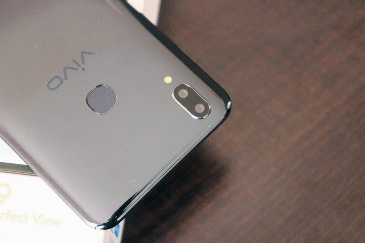 Vivo V9 Review - An iPhone X Clone Running on Android Oreo! - 3