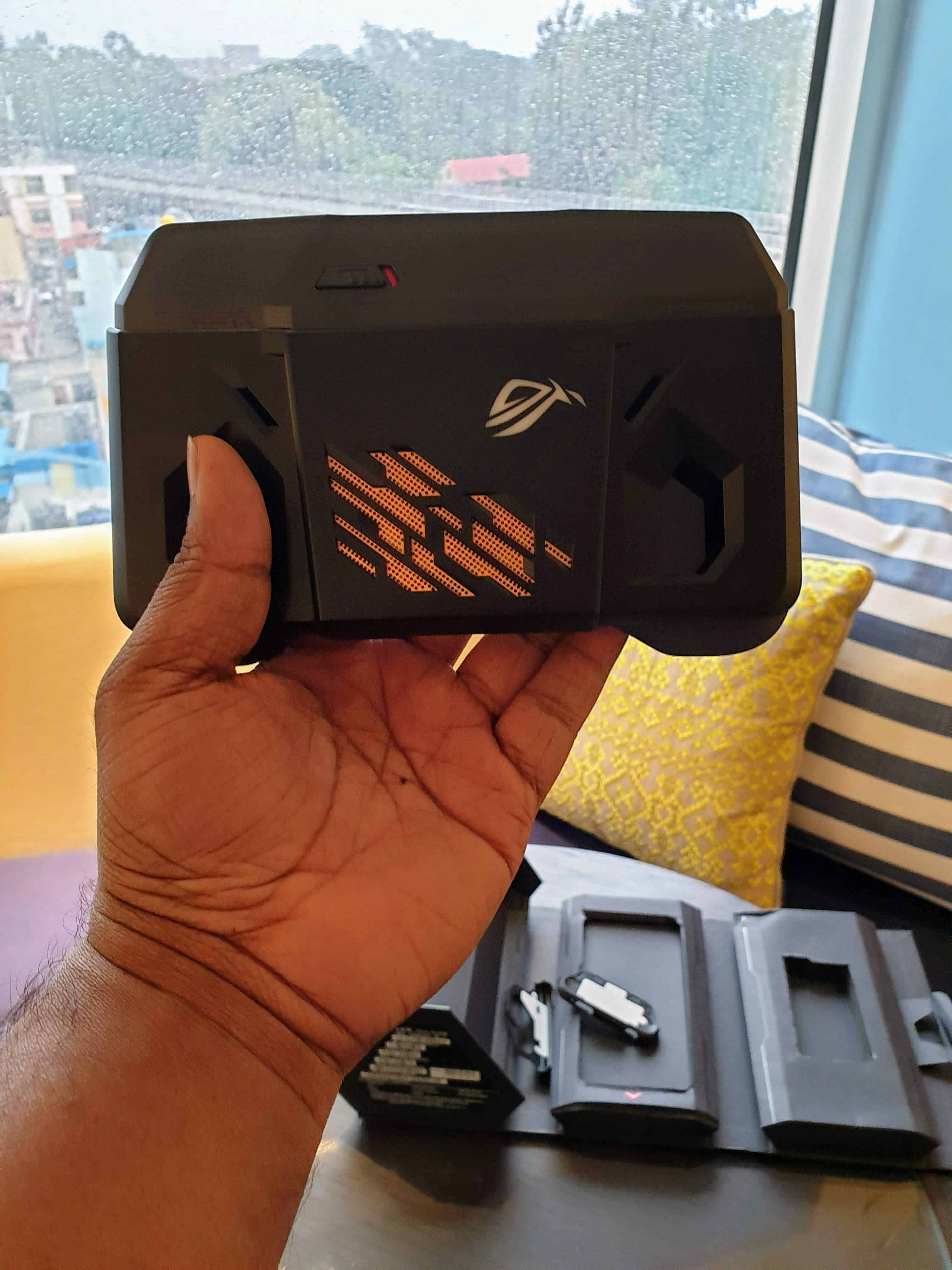 Asus ROG Phone Hands-on & First Impressions - The Real #GameChanger ? - 7