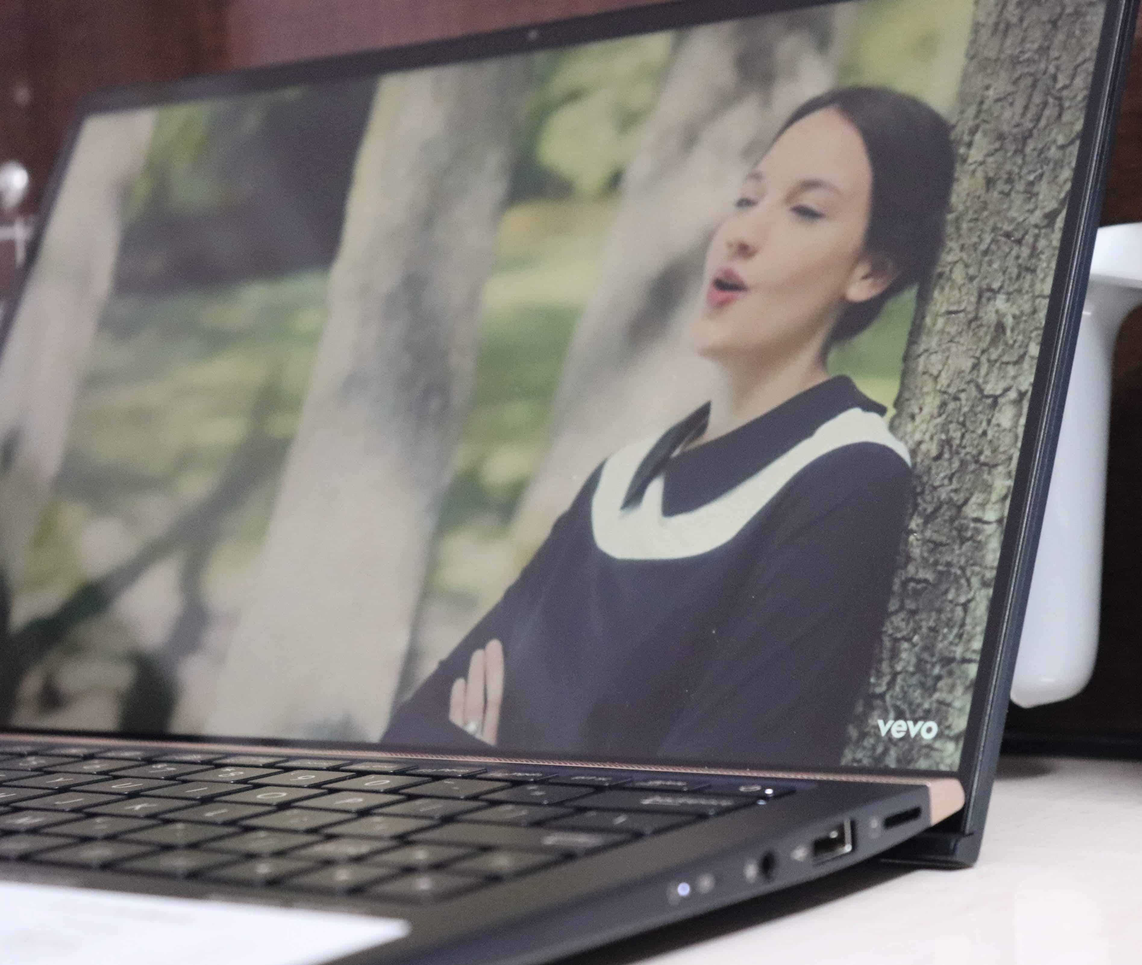 Asus Zenbook 13 UX333FN Review - The Most Compact 13-inch laptop I've used! - 5