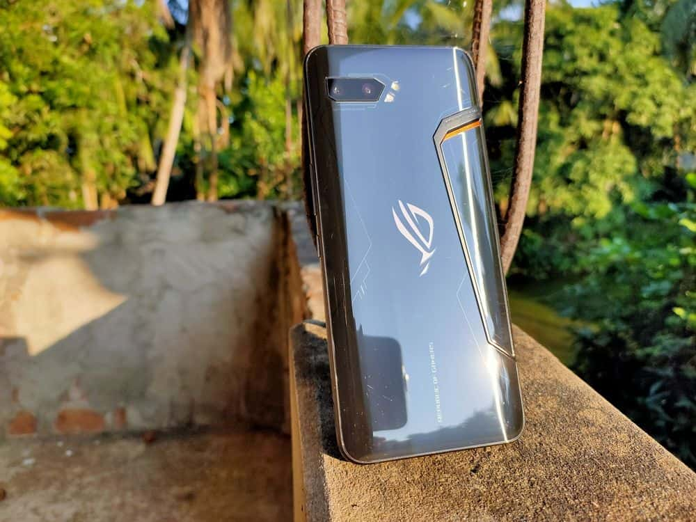The curved glass on the back makes the phone pretty comfortable to hold
